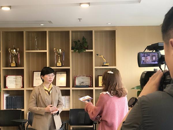 蒋爱兵律师接受广西《南国早报》记者采访