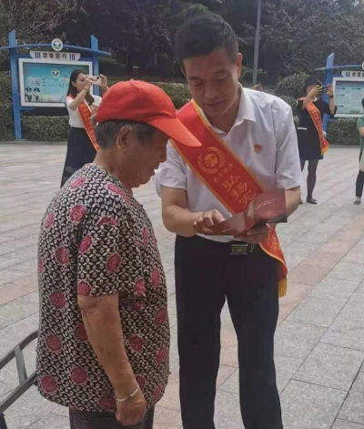 嗣法律师以开展普法活动的行动庆祝建党100周年