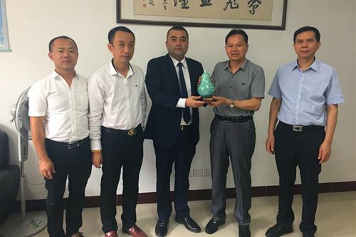 越南中国商会福建企业联合会永远创会会长柯尊法一行拜访我办