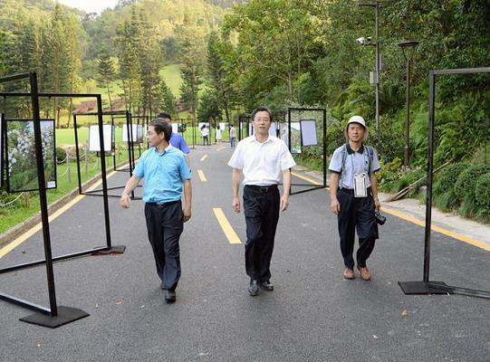 市城管局王国宾局长检查督导市属公园景区灾后恢复和开园准备工作